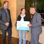 Kornelia Blasge erhält einen Beratungsgutschein von VAWIS