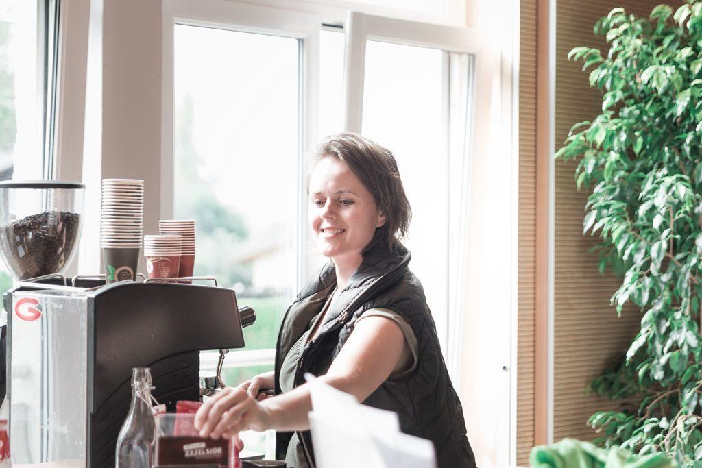 Larissa mit ihrem ausgezeichneten Exzelsior Caffee